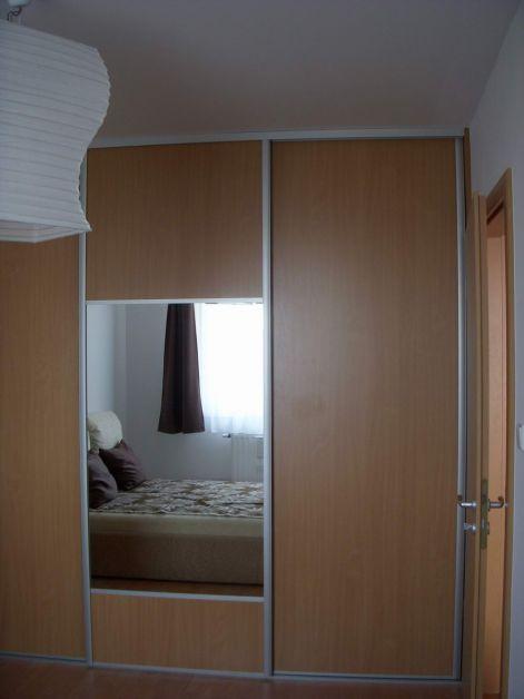 Toló ajtós -tükrös- gardrób szekrény